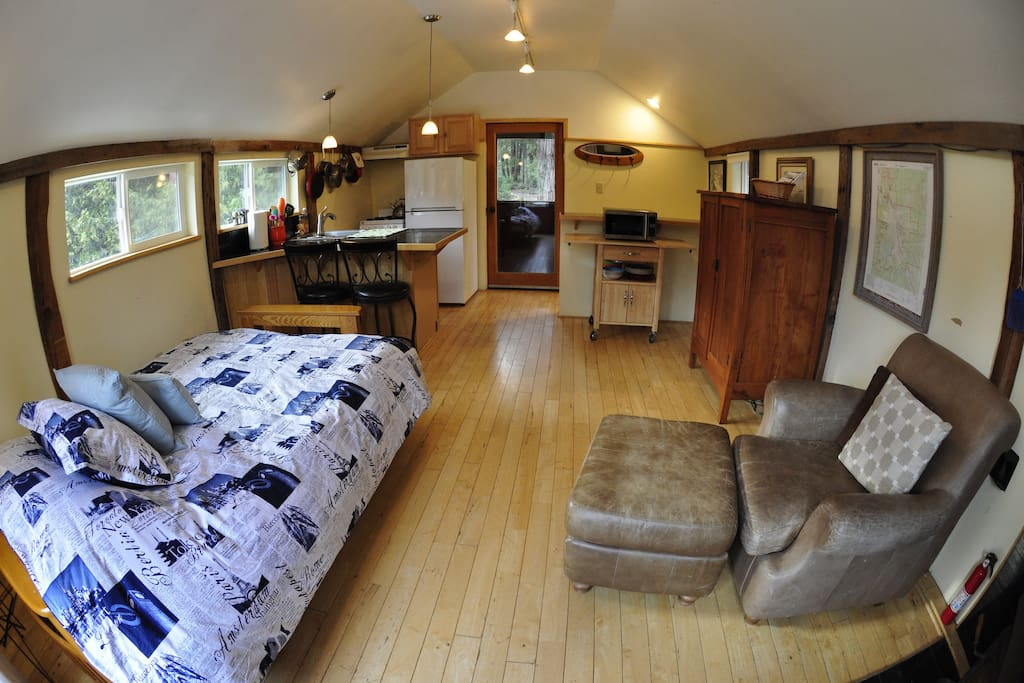 Sunny and quiet shasta barn cottage cabins for rent in for Mount shasta cabins for rent