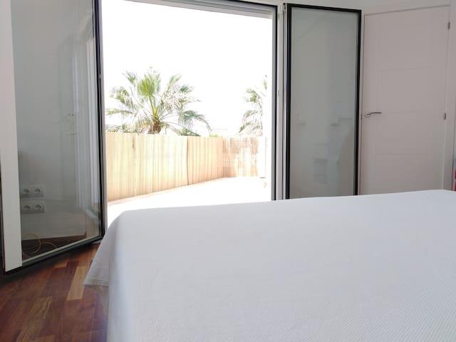 bedroom no.1. First floor. Acces to terrace. Bed: 180x200.
