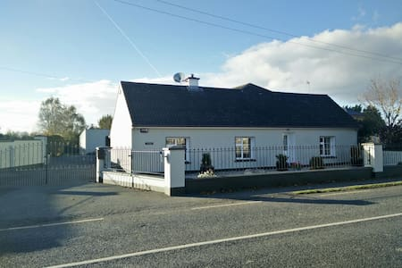Comfortable double room in cozy country cottage - Patrickswell - Casa