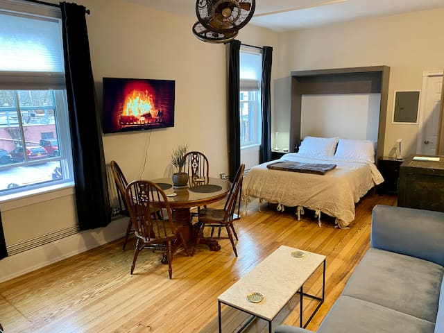 Comfortable and immaculately clean, welcoming studio. Great views from the windows, brand new Queen size memory foam hybrid mattress with luxurious cotton bedding. Step out right onto Main Street Beacon!