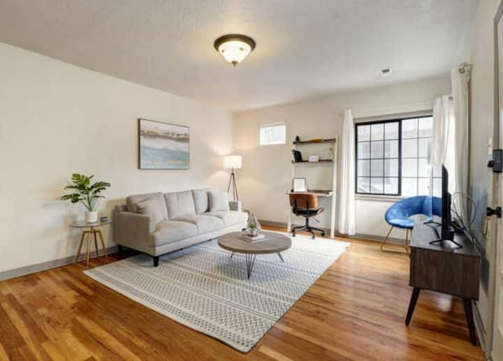 Cozy 1 bdr/1br in downtown with private yard