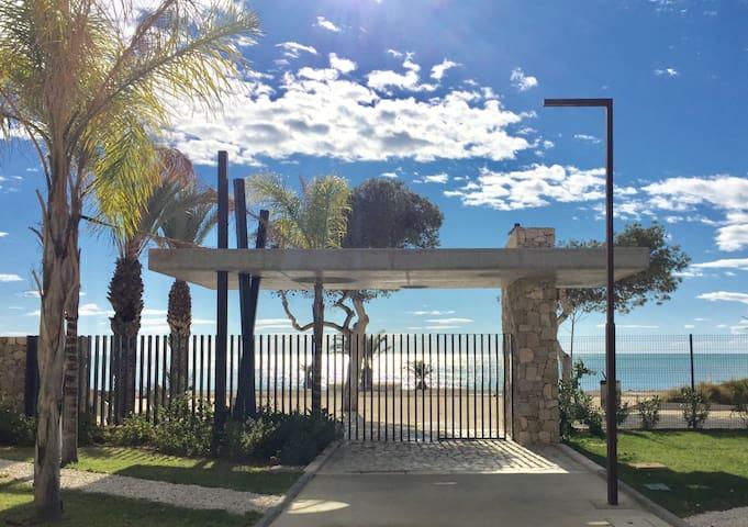New luxury and comfortable beachfront apartment