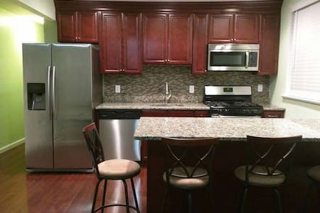 Deluxe 2 Bedroom 1 Bath 15 Min Time Square - West New York
