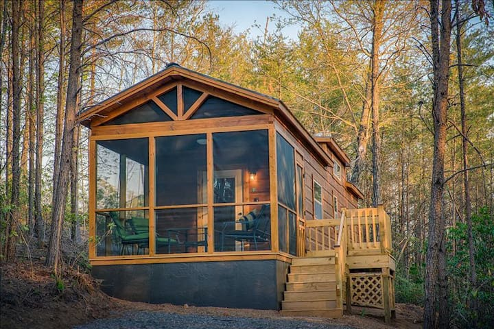 Wooded tiny retreat for fall!  Private hot tub and gazebo/fire pit area (Cabin F)