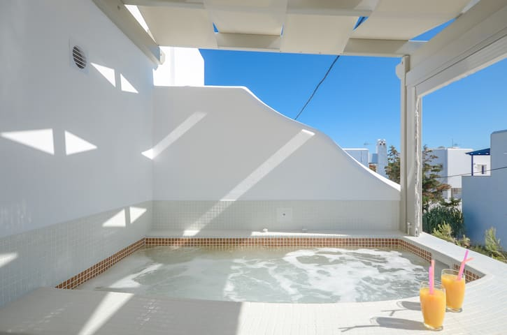 Aphrodite apartment with jacuzzi and terrace