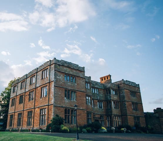 Countryside Retret, Spacious Wing of Jacobean Hall - Brockhall