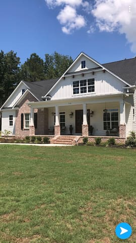 ***MASTERS RENTAL*** Farmhouse on the hill!