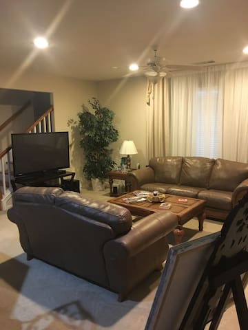 Very nice room with Private bath in Suwanee - Suwanee - Hus