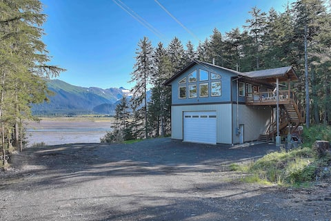 A gorgeous waterfront little mountain town stay!