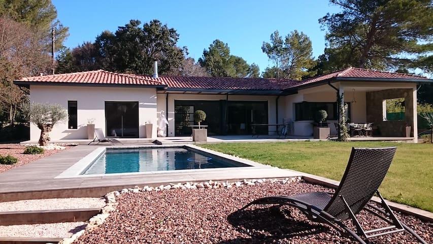 Logement calme dans villa avec piscine - Assas - 公寓