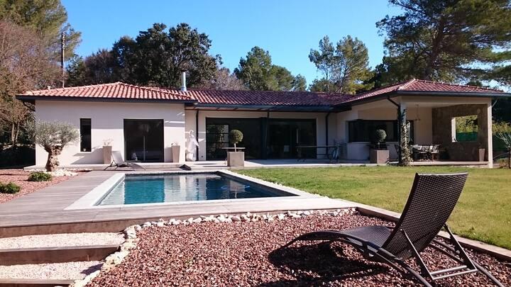 appartement  2 chambres dans villa avec piscine