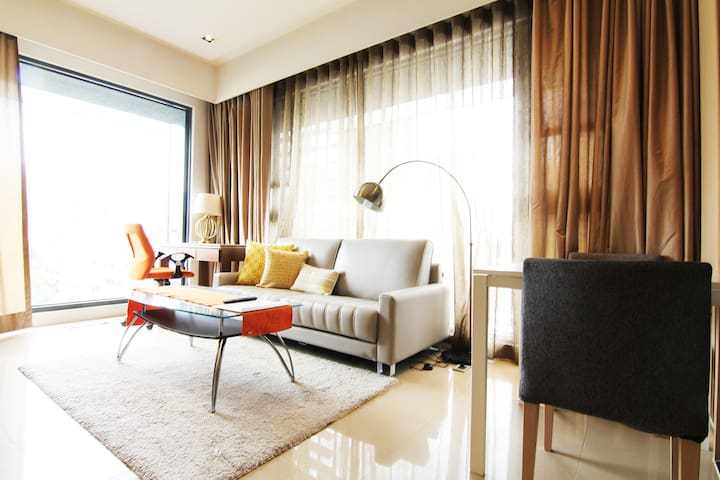 Big Serviced apartment,city view,MRTCity Hall