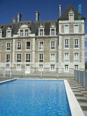 ESPECTACULAR APARTAMENT EN CHATEAU - Escos - Kasteel