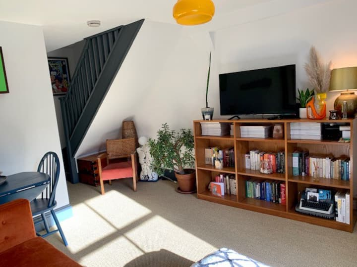 Lovely Leytonstone cottage with free parking