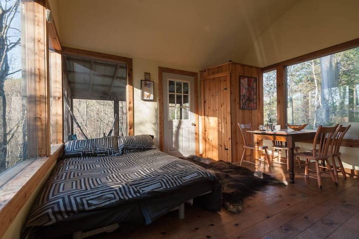Deluxe Tree House 1 Hour from Toronto