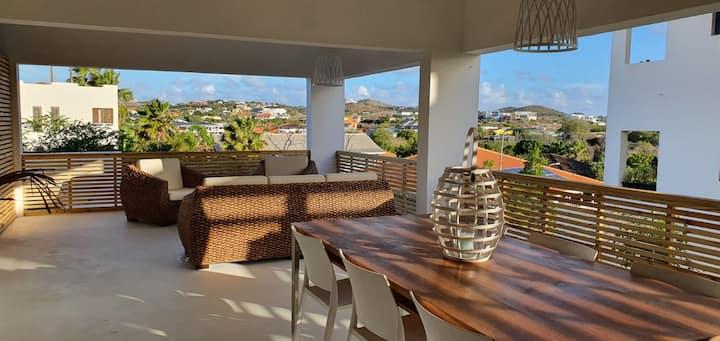 Sfeervol ruim appartement in Brakkeput/Jan Thiel