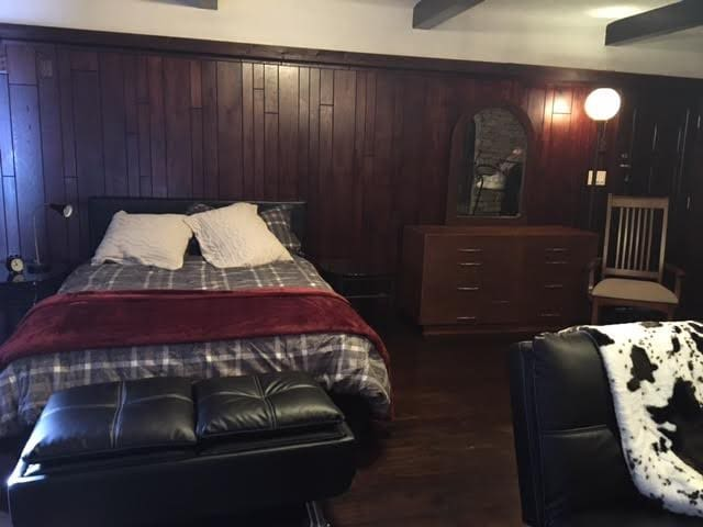 Real hardwood floors, gorgeous stone work walls & beamed ceilings - your private lodge away