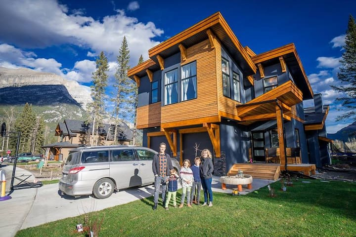 Private Cozy mountain suite 1-4 (5 if a child) ppl - Dead Man's Flats, Alberta, CA - Rumah