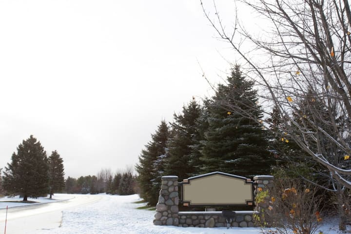 Snow Capped Mountain Run at Boyne, 2 Bedroom Suite