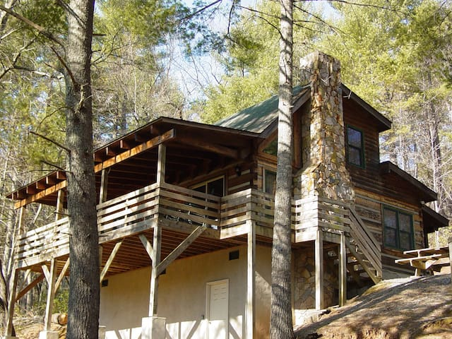 Near Boone, NC Secluded Log Cabin/Hot Tub/Hiking