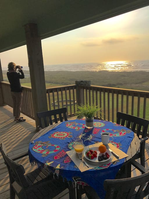 Enjoy breakfast on the deck with the gulf. Do a little bird watching, too!