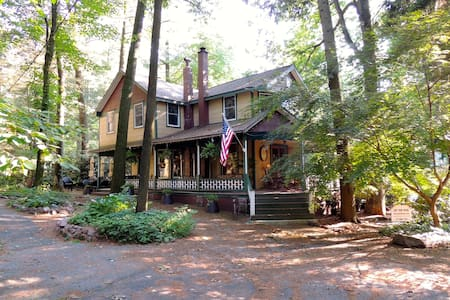"""One Fine Landing""  Gretna charm & modern luxuries - Mount Gretna"