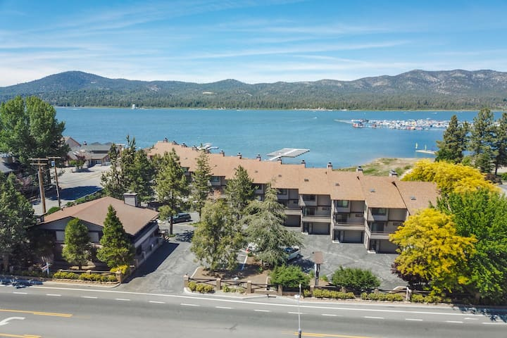 Lakefront Paradise: Amazing Lake Views! Walk to the Village and Lake! Community Spa and Pool!