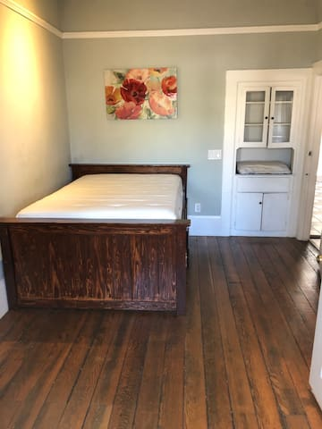 Quiet Private Bedroom near Downtown Oakland