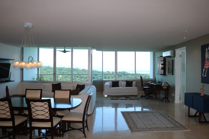Spectacular penthouse on the 21st floor