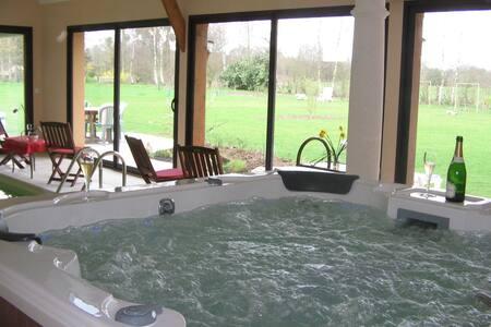 AMALIA chambres piscine spa massage - Gonneville-sur-Honfleur - Bed & Breakfast