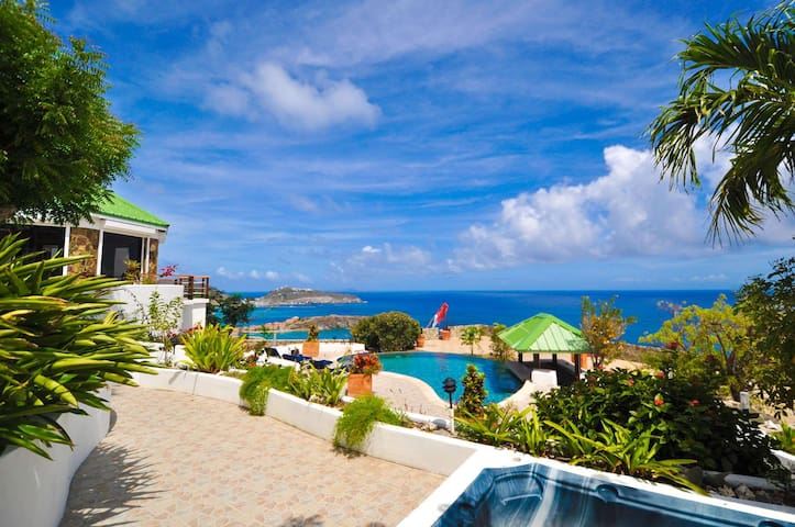 Historic estate with amazing view of the Caribbean