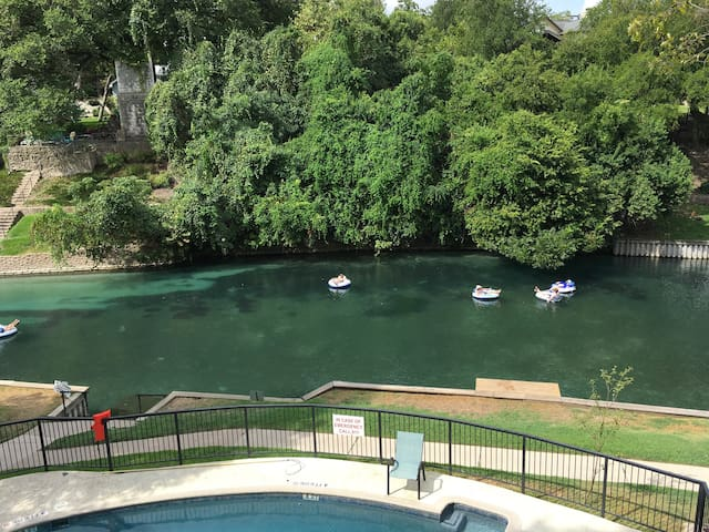 Charming condo on the Comal