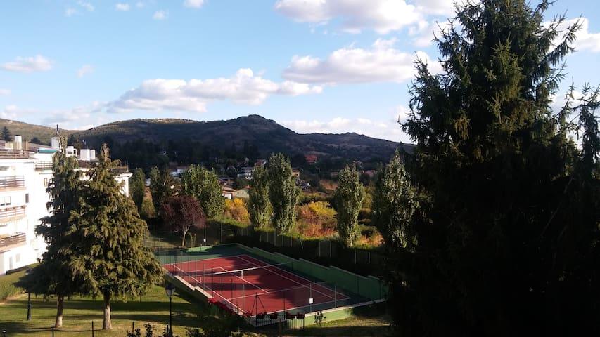 Casa estupenda en la Sierra con vistas!! - Cercedilla - Condominium