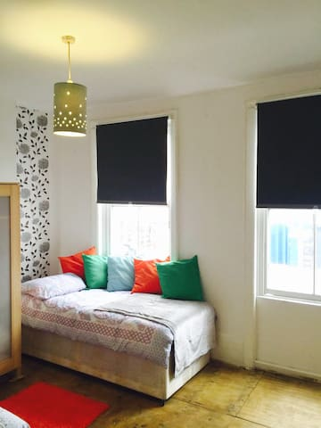 Bethnal Green Lovely Bright Flat to share bedrooms - Londres - Loft