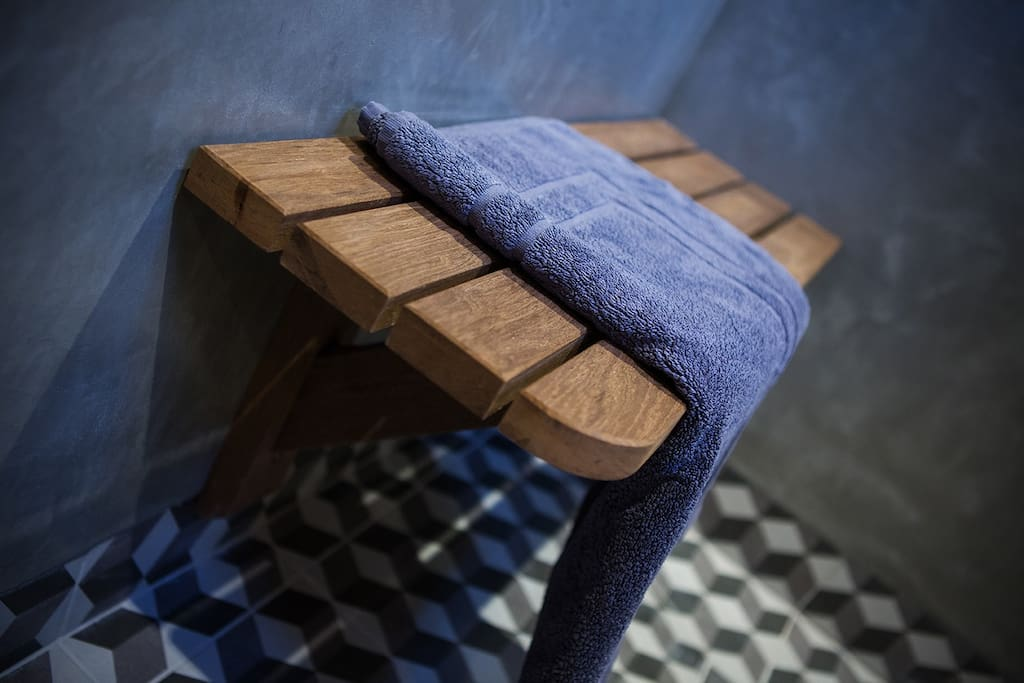 Luxury seating in the Green room bathroom