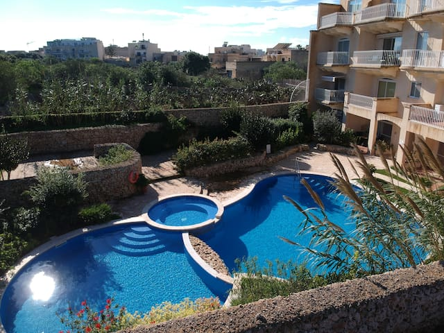 Pool Facing, Spacious Apt.6 , Misrah Simar, QALA.