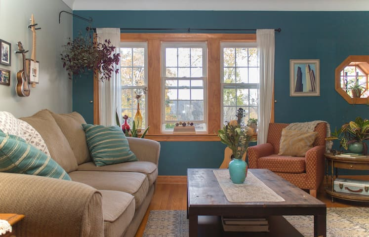 Artistic & Lovely Home~Logan Square - Chicago - Ház
