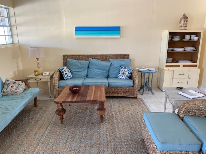 Updated Beach Bungalow - Harborside House 2 Bed