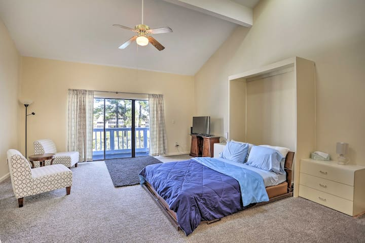 NEW! Studio w/ Pool - 4 Mi to Cherry Grove Beach!