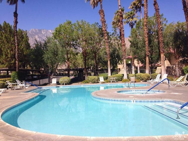 1BR/1BA Home with View of Mountains, Pool & Spa - Palm Springs - Condominium
