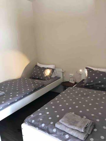Second bedroom, 2 single beds