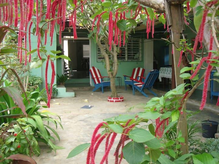 Casa Yolandita Quintero con patio ,WIFI