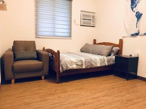 屏曬人 半自助式全新套房 獨立衛浴   丹麥風  屏東 大學  單人房 雙人房 背包客 好食旅