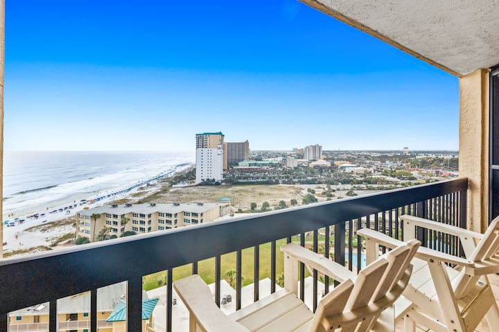 Sundestin Beach Resort condo! Pools w/ splash pad & on-site restaurant w/ bar!