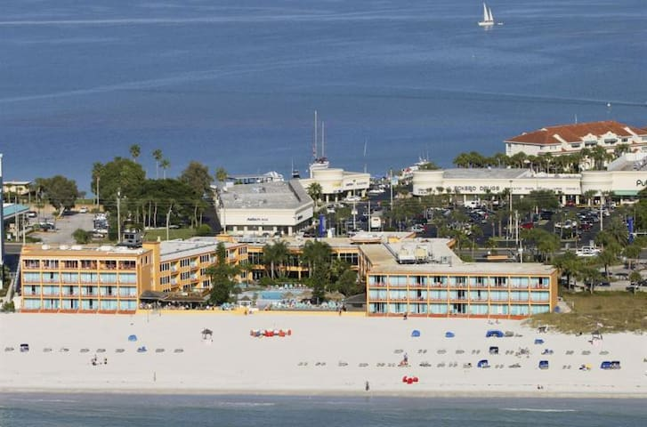 STAY 5 NIGHTS & SAVE! LOVELY ROOM FOR 5 ON BEACH!