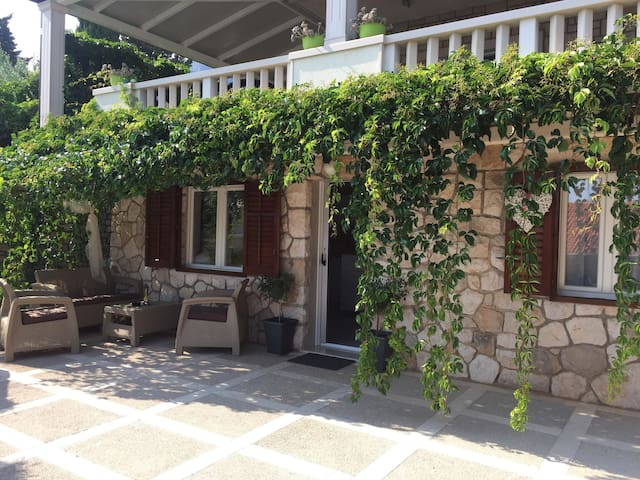 One bedroom Apartment, 200m from city center, seaside in Bol - island Brac