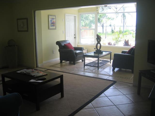 Two Bedroom Paradise Cove Unit 5 - Englewood - Appartement
