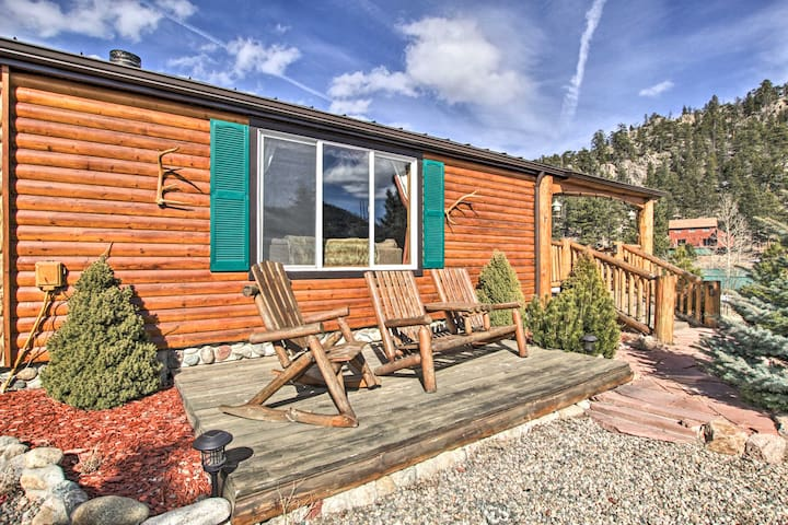 NEW! Mountain-View Cabin; 5 Mi to Dtwn Estes Park!