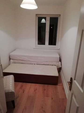 Room in Dublin 4, 15 min walk from city center