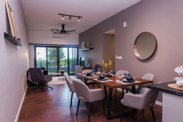 Luxury Design Suite opposite Majestic Royal Mosque